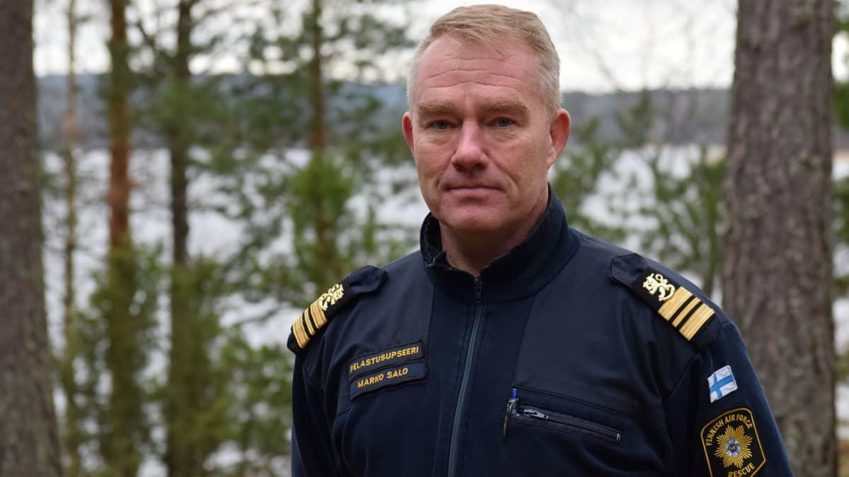 Pelastusupseeri, kapteeni Marko Salo Ilmavoimista.