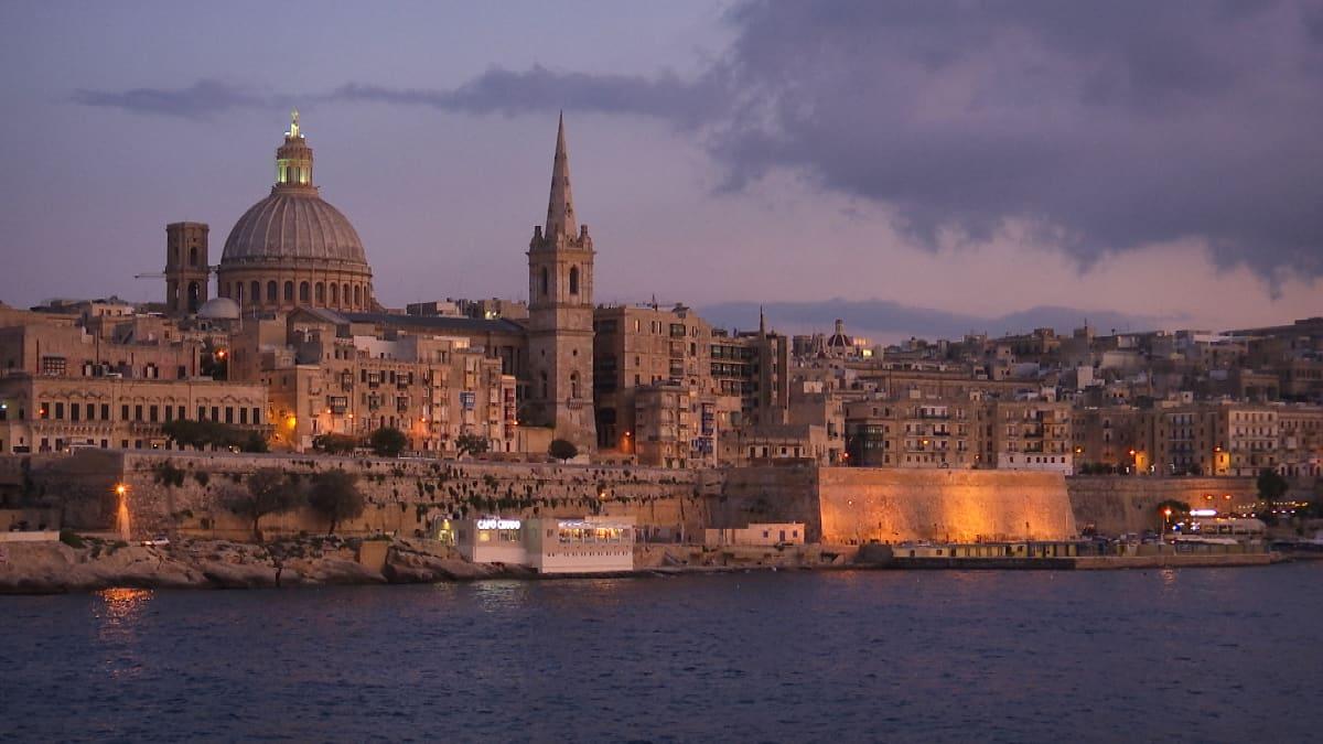 Valletta mereltä nähtynä.