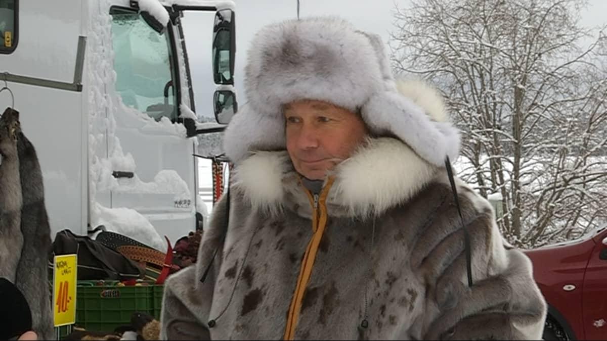 Pekka Halonen gávppaša iešguđetlágan náhkkedujiid.