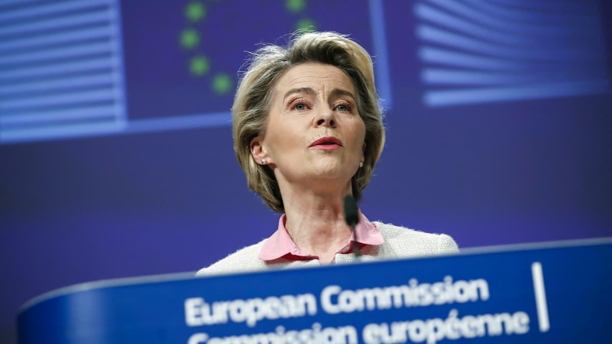 Euroopan komission puheenjohtaja Ursula von der Leyen lehdistötilaisuudessa kertomassa sopimuksesta Britannian kanssa.