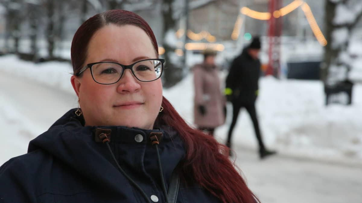 Turun kotihoidossa työskentelevä Sanna Bruun on nähnyt työtahdin muutoksen parin vuosikymmenen aikana. Asiakaskäyntejä oli ennen 3-5 päivässä, nyt niitä voi olla jopa kaksikymmentä.