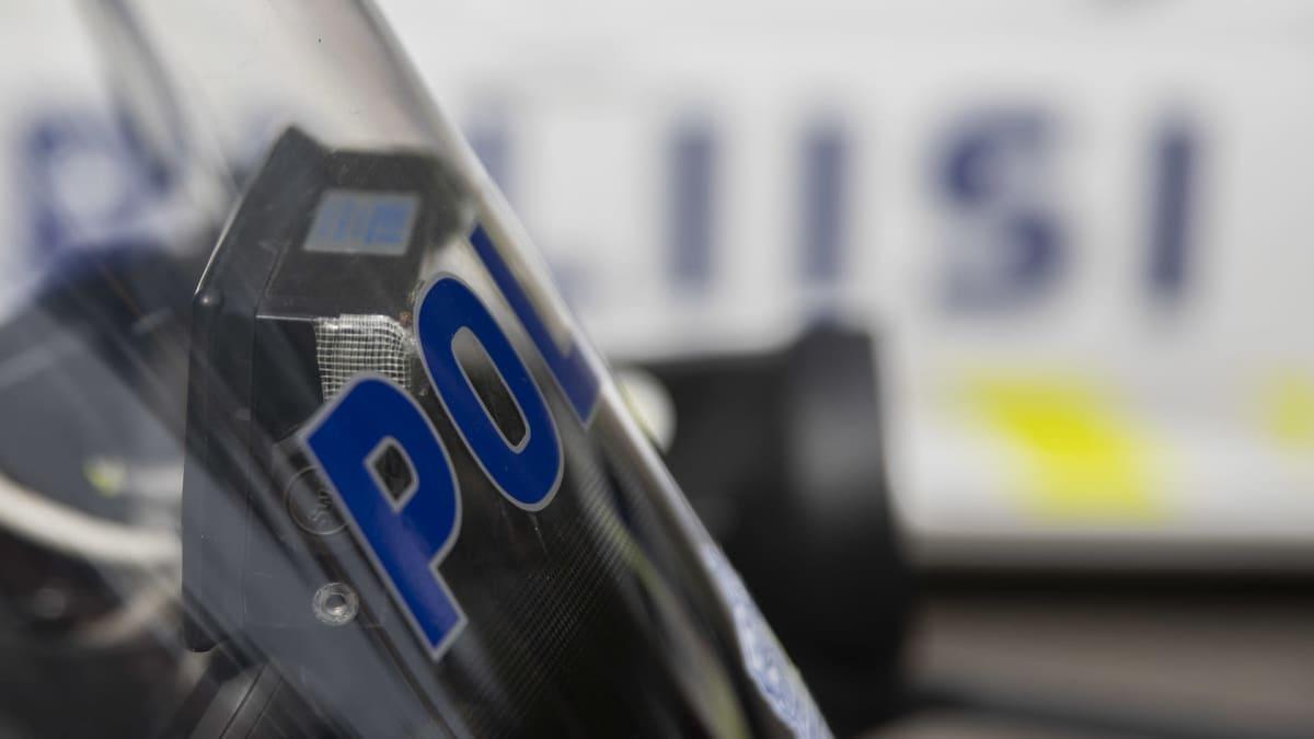 Poliisin välineistöä kuvituskuvassa.