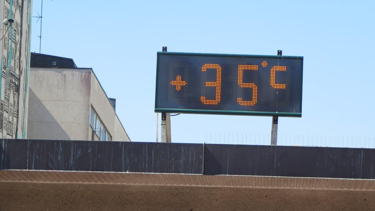 Lämpömittari näyttää 35 astetta