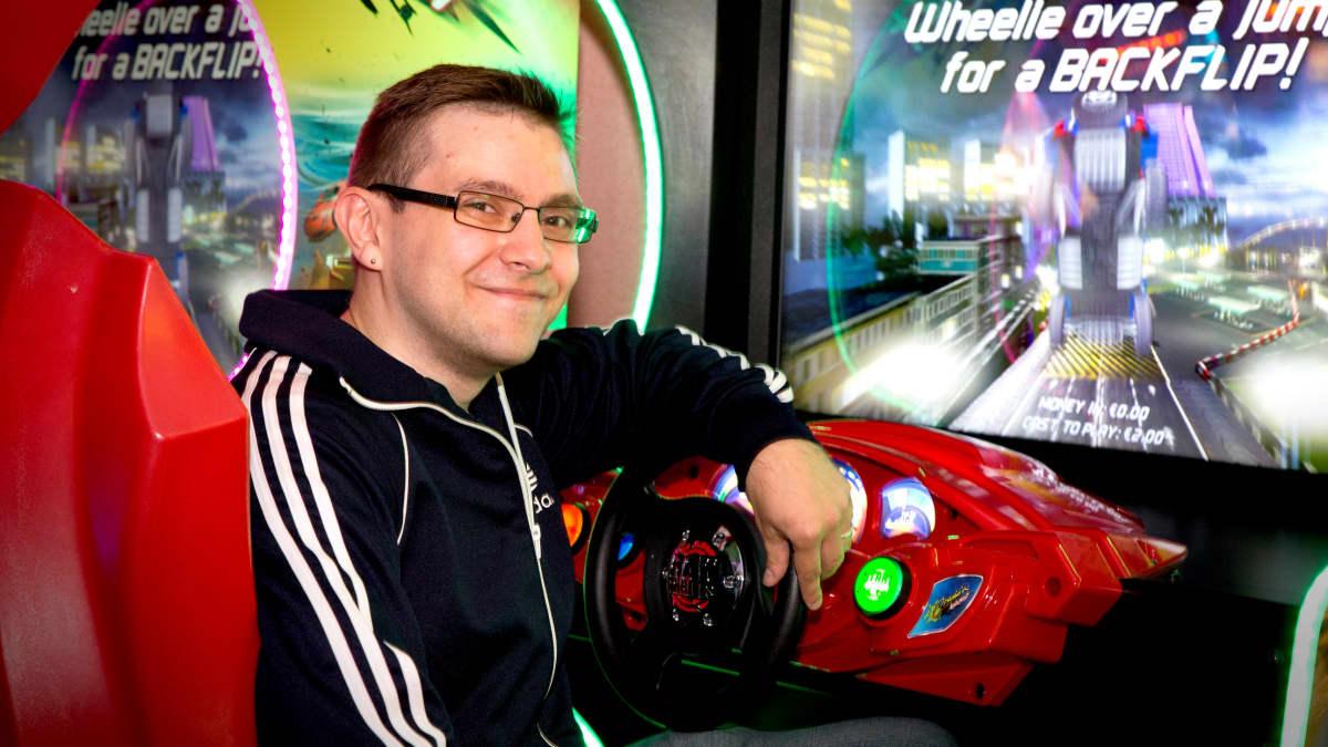 – Pelaamisen hyödyllisin asia on, että sen ei tarvitse olla hyödyllistä. Se on hauskaa ja viihdyttävää, sanoo pelitutkija Mikko Meriläinen Tampereen yliopistosta.
