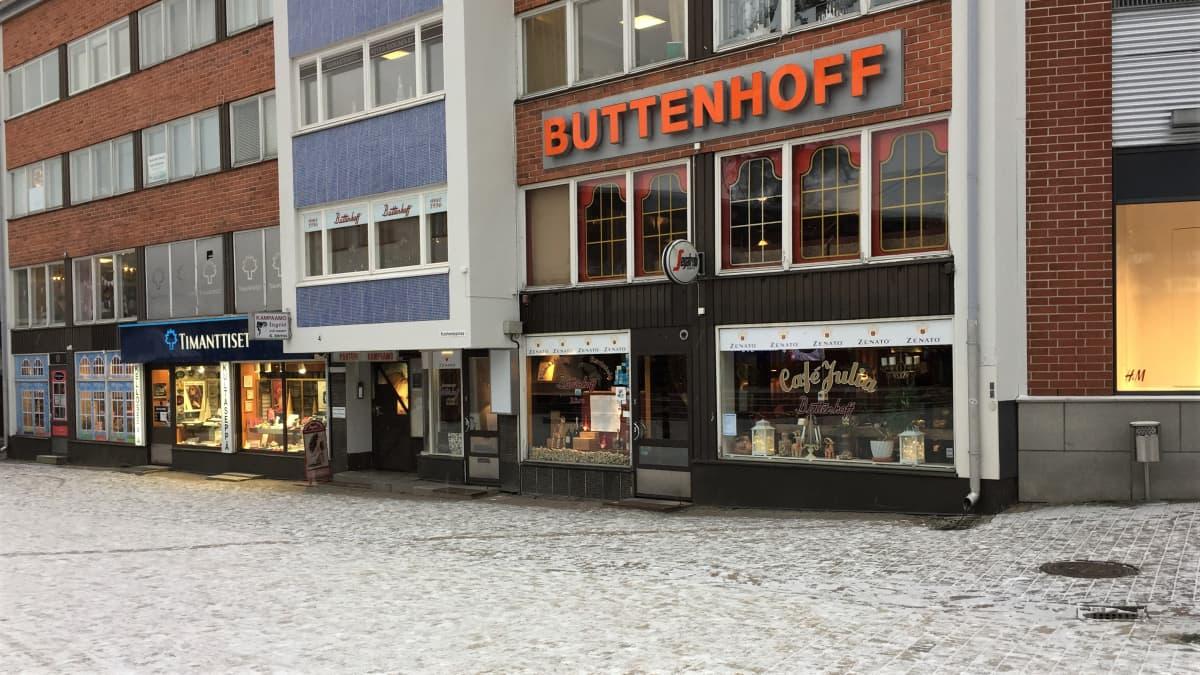Ravintola Buttenhoff kävelykatu Koskenpartaalla Imatralla.