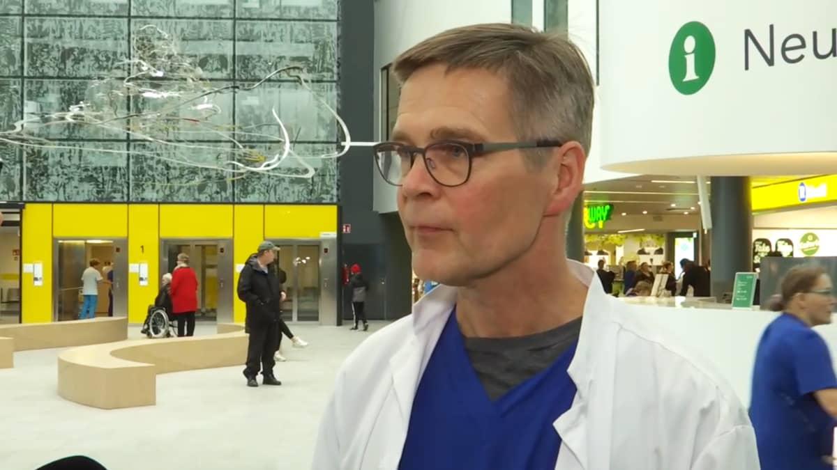 Tampereen yliopistollisen sairaalan infektiolääkäri Janne Laine