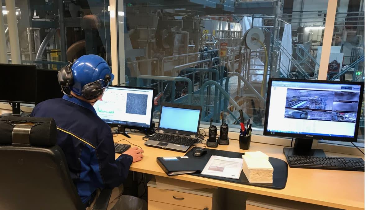 VTT on ottanut Jyväskylässä käyttöön uuden pilotointilaitoksen, jossa voidaan kehittää uudentyyppisiä sellupohjaisia materiaaleja.