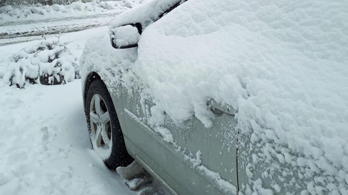 Luminen auto.