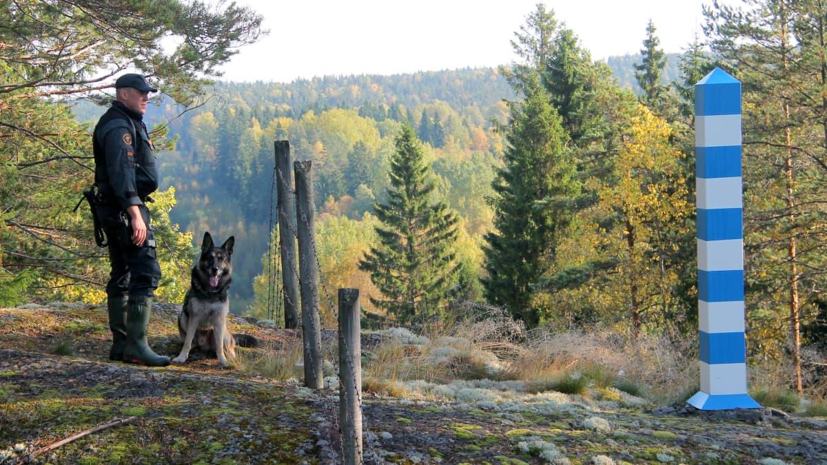 rajavartija Ossi Manninen ja Kamu-koira