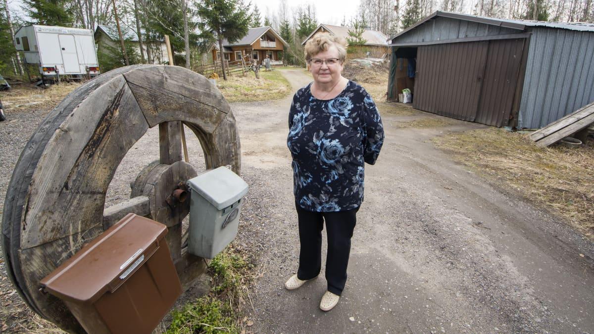Rautalampilainen Irma Hakkarainen harmittelee postin jakelu-uudistusta