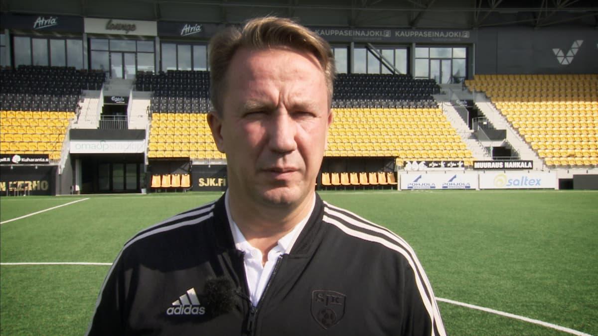 Seinäjoen Jalkapallokerhon omistaja Raimo Sarajärvi.