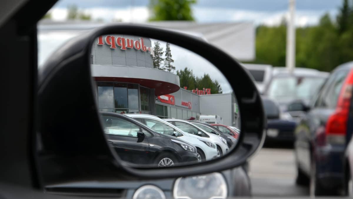 Autokauppa kaipaa piristystä kuuden tahmean vuoden jälkeen.