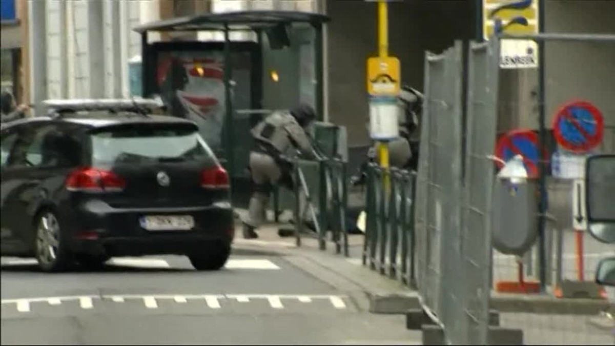 Uutisvideot: Pariisin terroriepäilty Abdeslam vangitaan