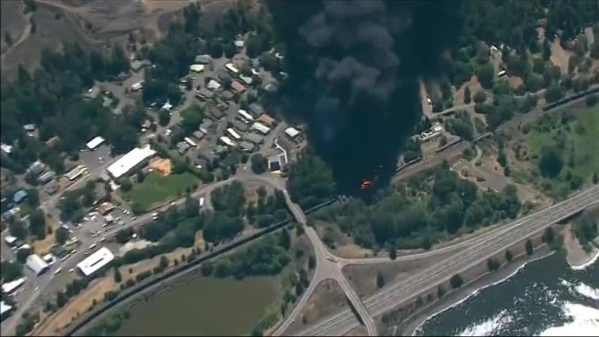 Uutisvideot: Öljyjuna syttyi palamaan Columbiajoen varressa