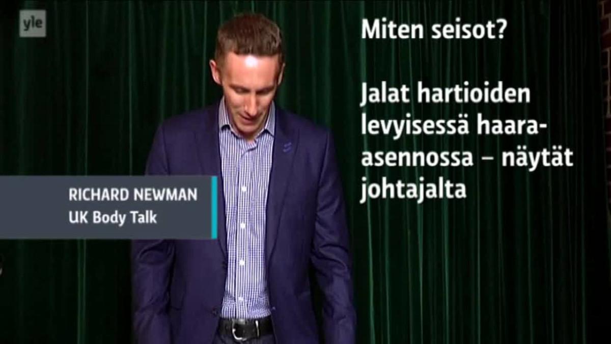 Yle Uutiset Häme: Pelkäätkö puhua yleisön edessä? Katso brittiammattilaisen videovinkit vakuuttavaan kehonkieleen
