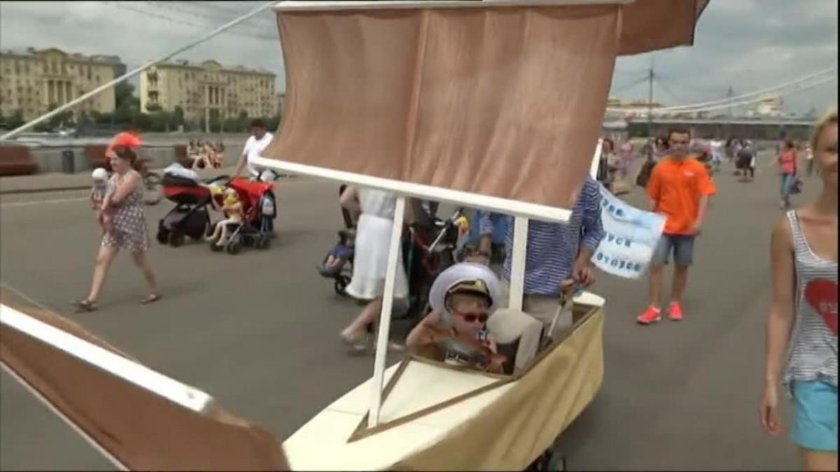 Uutisvideot: Lastenvaunuparaati valtasi puiston Moskovassa