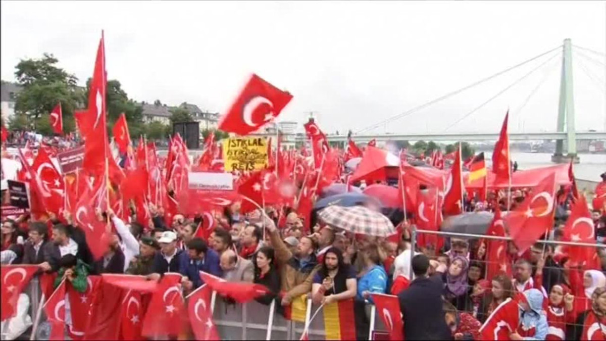 Uutisvideot: Turkin Erdoğanin tukijat koolla Saksassa