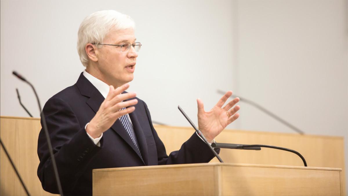 Uutisvideot: Nobel-palkittu Bengt Holmström eduskunnassa