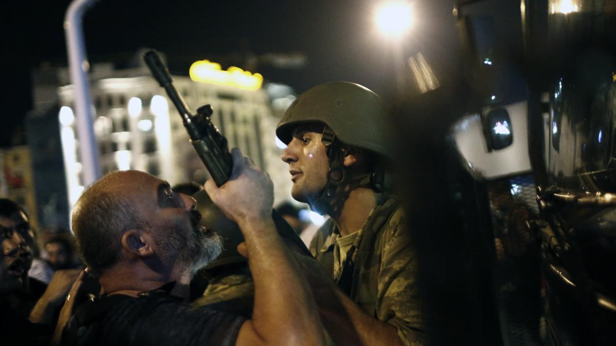 Uutisvideot: Turkin vallankaappausyrityksestä on vuosi