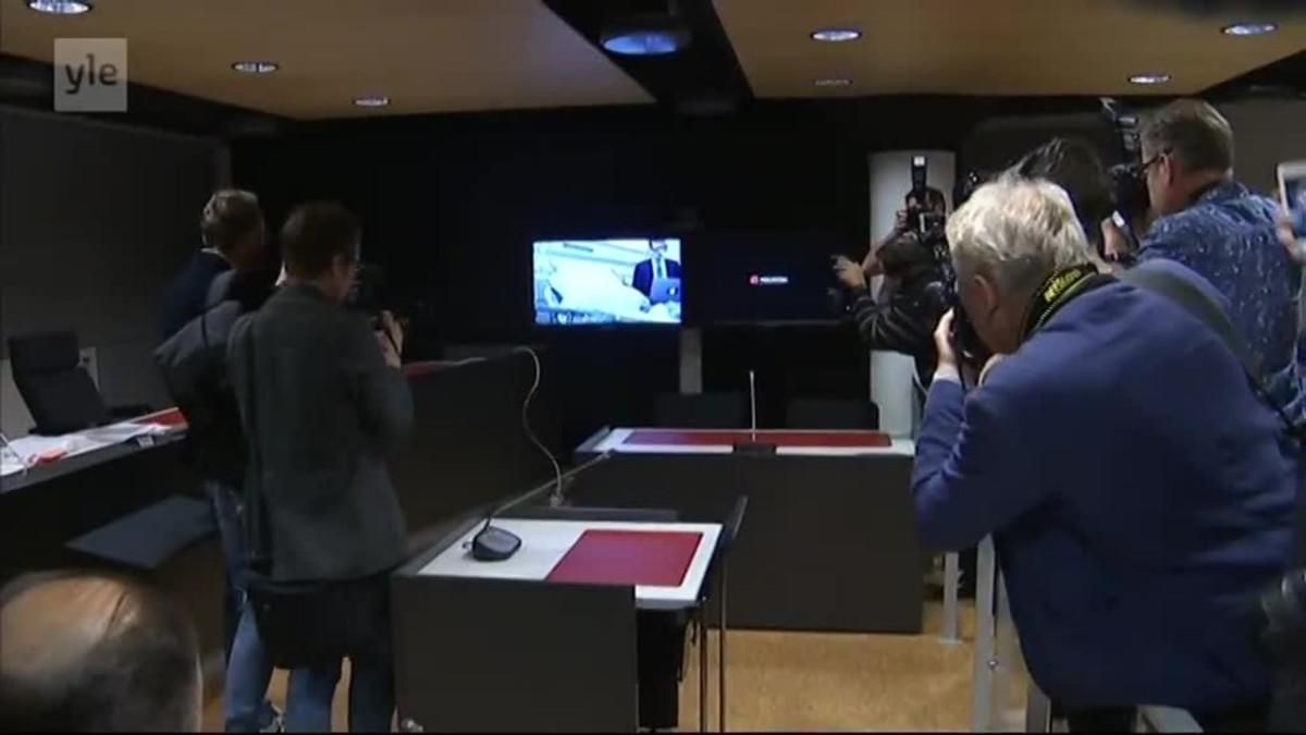 Uutisvideot: Turun puukotuksista epäiltyjen oikeuskäsittely alkoi Turun oikeustalon turvasalissa