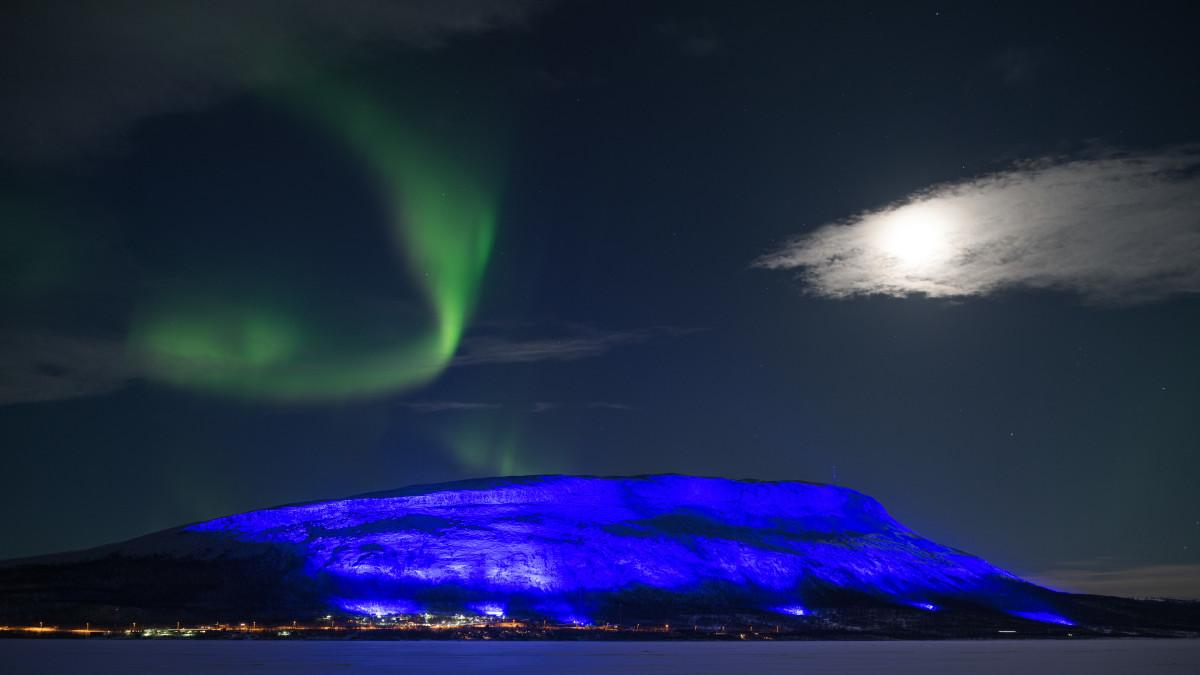 Uutisvideot: Huikea valoshow täytti Suomen ja juhli itsenäisyyttä - Katso kaikki Suomen valoteokset tästä