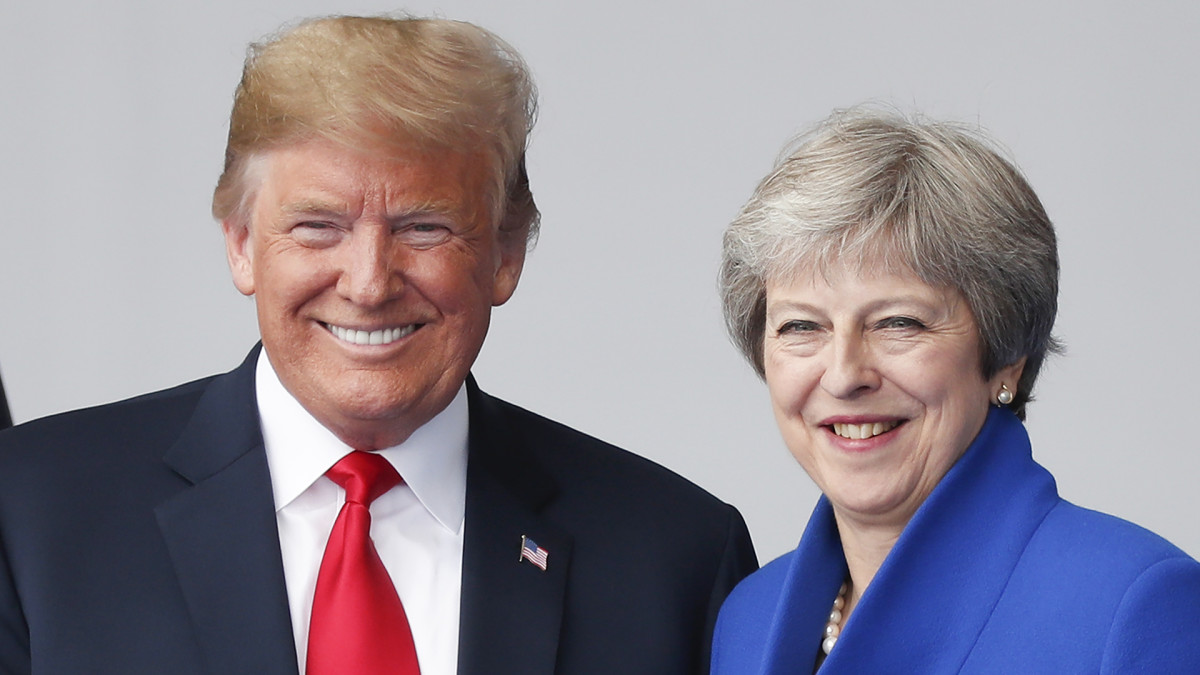 Trump vierailulla Britanniassa - tiedotustilaisuus Mayn kanssa