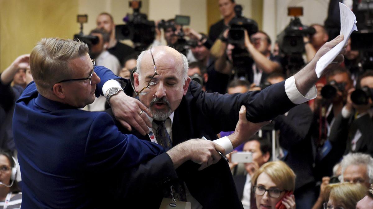 Lehdistötilaisuudesta ulos retuutettu toimittaja halusi kysyä Israelin ydinohjelmasta