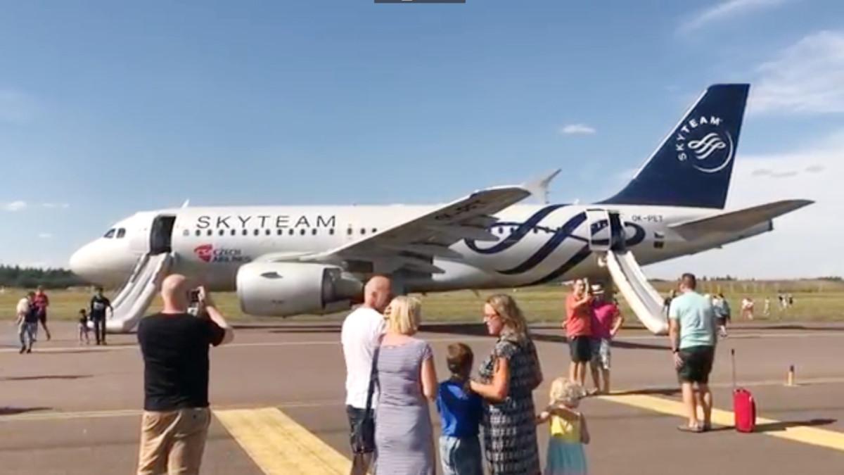 Lentokone tyhjennettiin Helsinki-Vantaalla