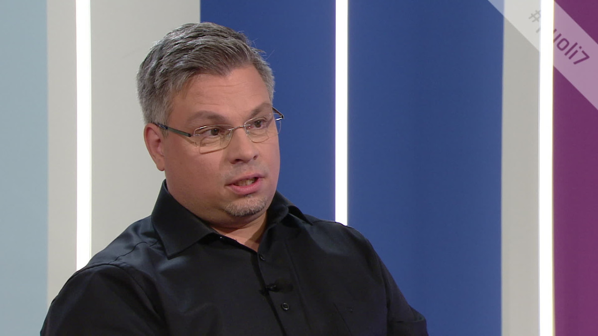 """Kirjailija ja opettaja Tommi Kinnunen: """"Opettajana miettii, osaako olla tukena kaikille luokassa istuville"""""""