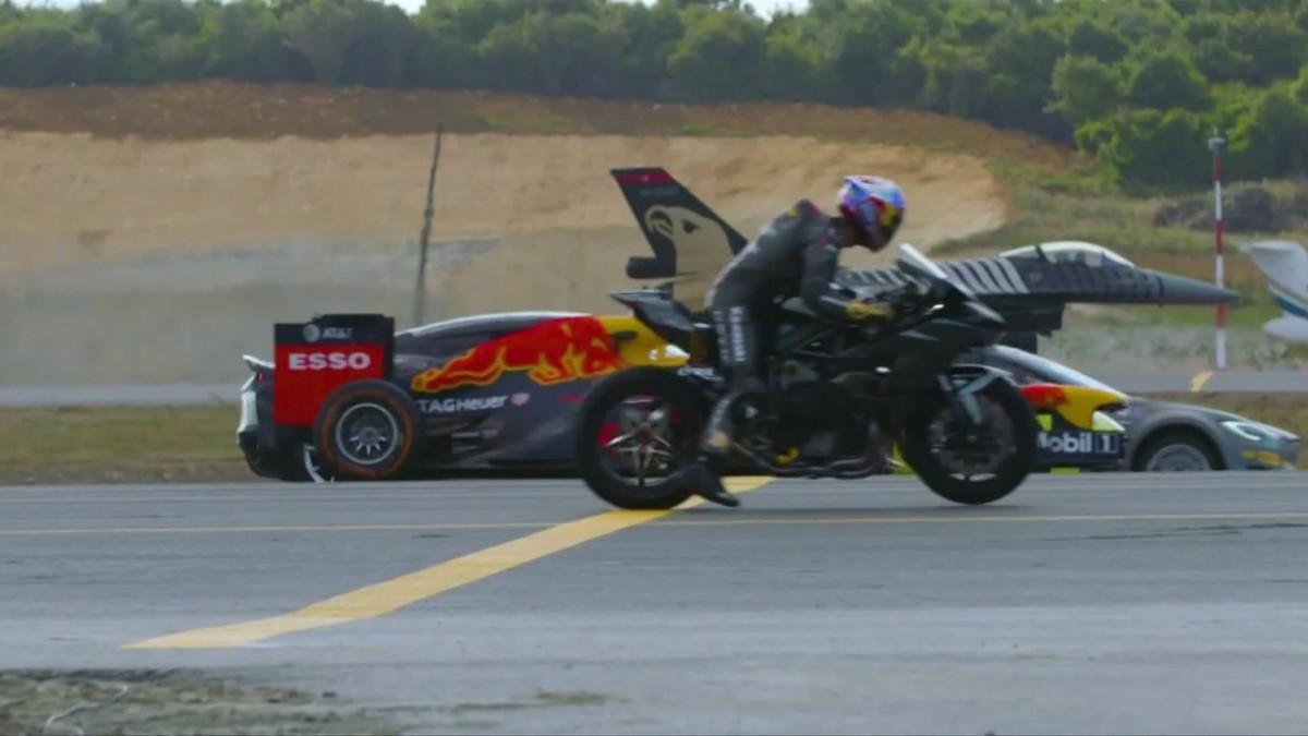 Ratamoottoripyörä, urheiluauto, hävittäjä, sähköauto ja formula 1 -auto ajoivat kilpaa Turkissa