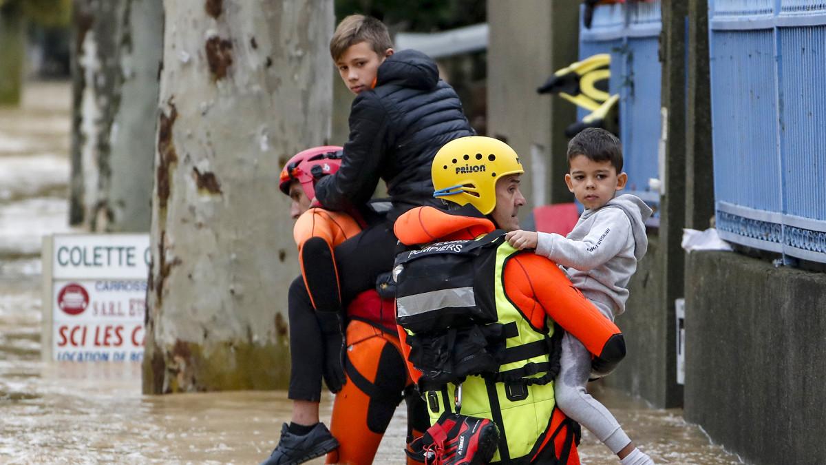 Lounais-Ranskassa ainakin 13 kuollut rajuissa tulvissa