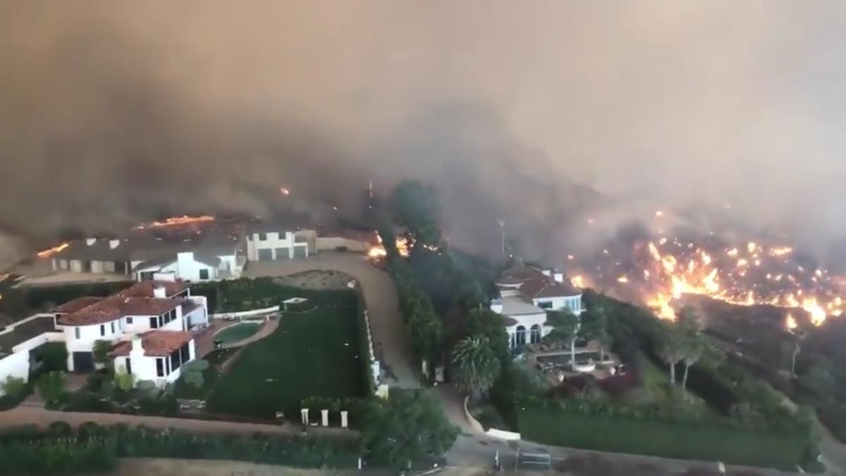 Maastopalo on tuhonnut Kaliforniassa tuhansia asuinrakennuksia