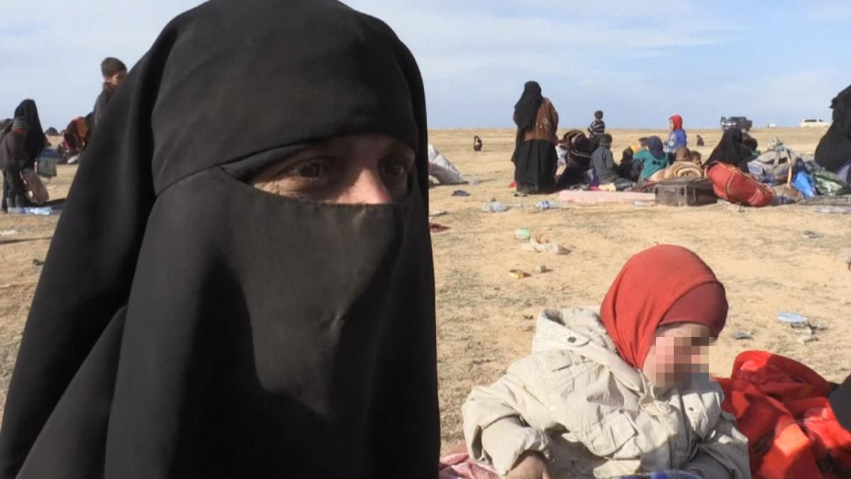 """Nainen ja hänen naitettu 13-vuotias tyttärensä haluavat Syyriasta Suomeen – useat välineet kertovat """"Sannasta"""" ja """"Sumayasta"""", jotka tahtovat palata"""