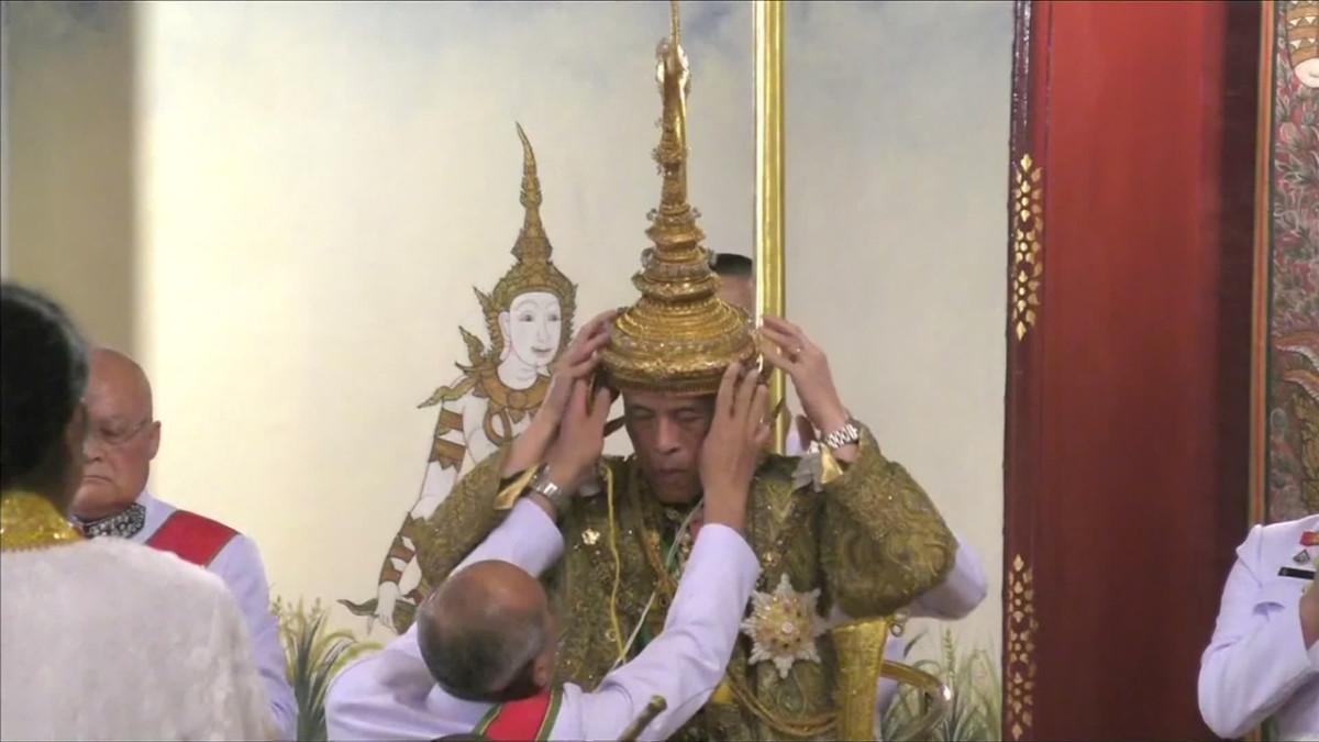 Thaimaan kuningas saa kruununsa
