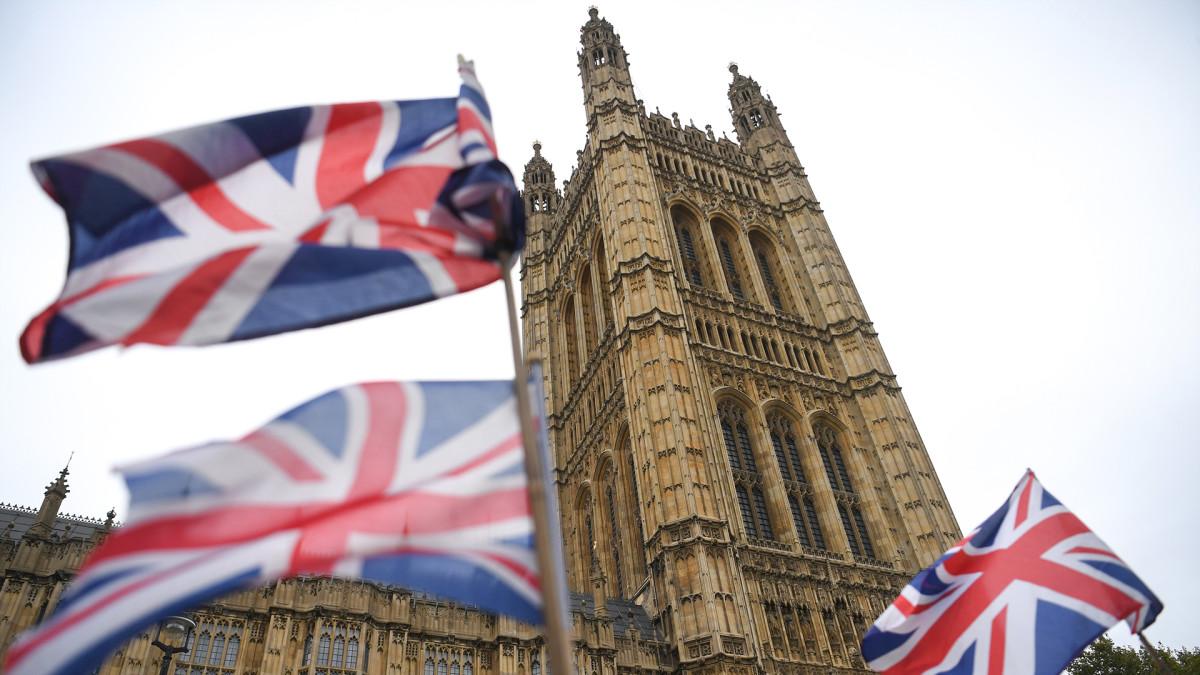 Britannian parlamentti keskustelee ja äänestää ennenaikaisista vaaleista