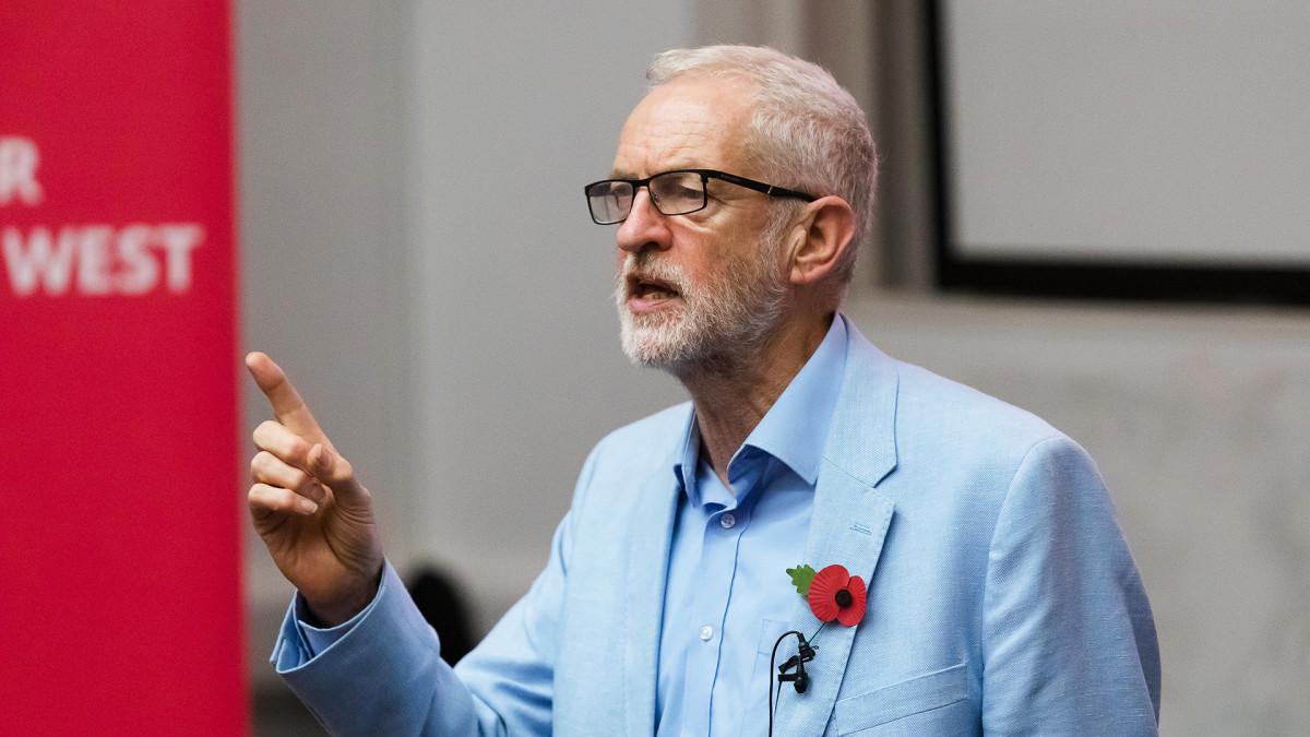 Jeremy Corbyn pitää puheen Brexitistä