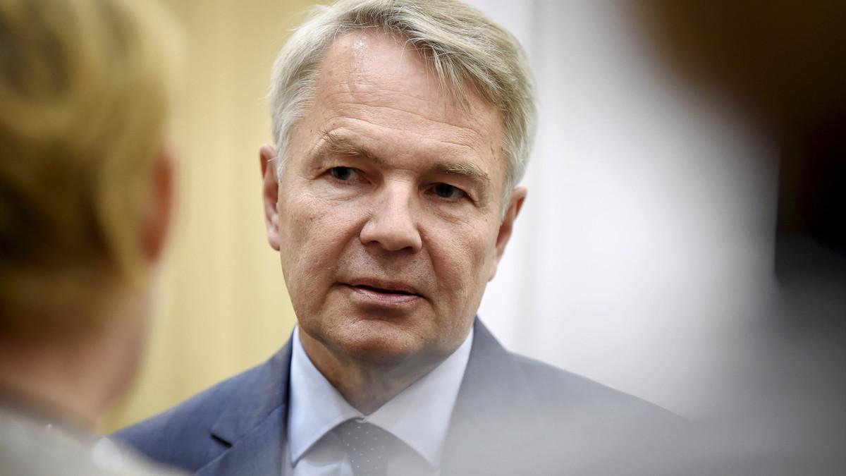 Ulkoministeri kommentoi kohua Isis-leirin lasten kotiuttamisaikeista