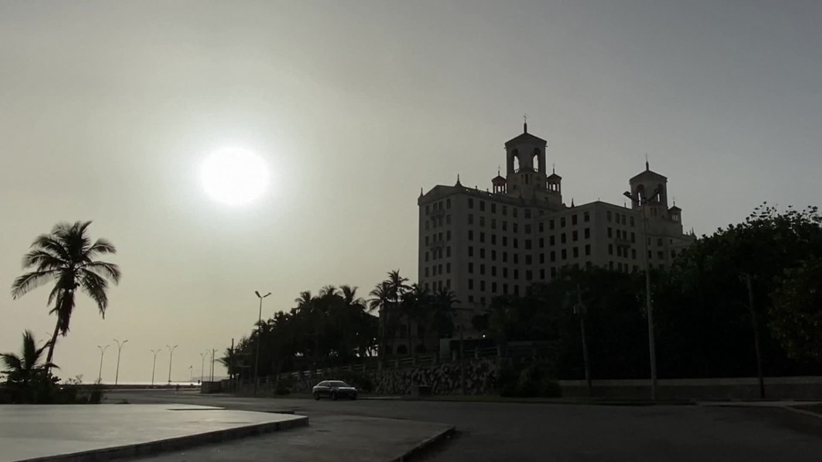 Poikkeuksellisen sakea pilvi Saharan hiekkaa samentaa ilmaa Karibialla