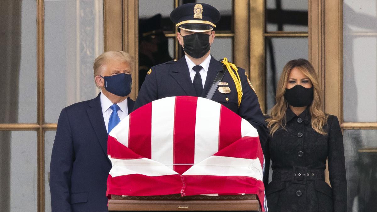 Trumpille buuattiin Ginsburgin arkulla