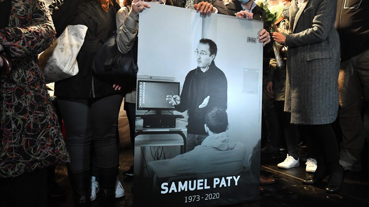 Ranskassa muistotilaisuus murhatun opettajan Samuel Patyn kunniaksi