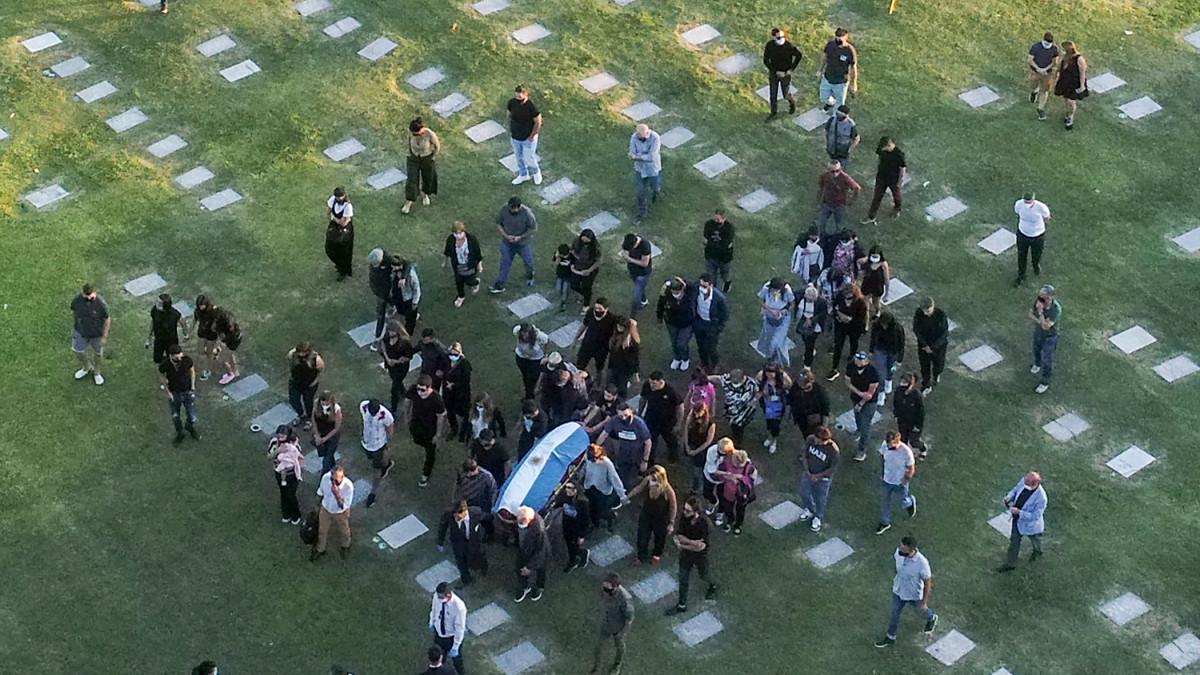 Jalkapallolegenda Diego Maradonan hautajaiset