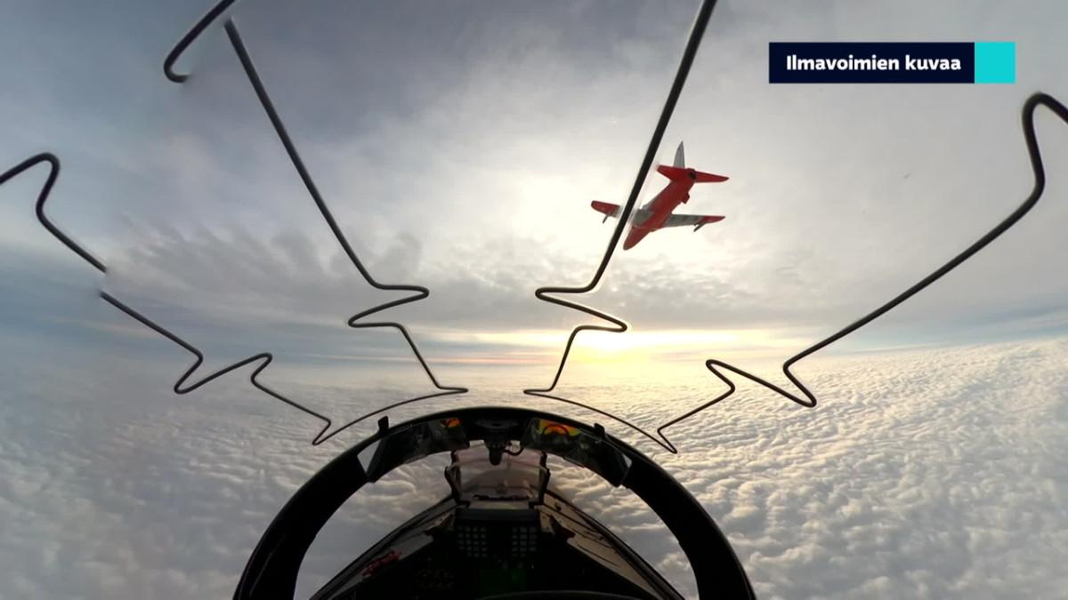 Itsenäisyyspäivä yläilmoista: katso, miltä Hawkin ja Hornetin ohjaamossa näytti