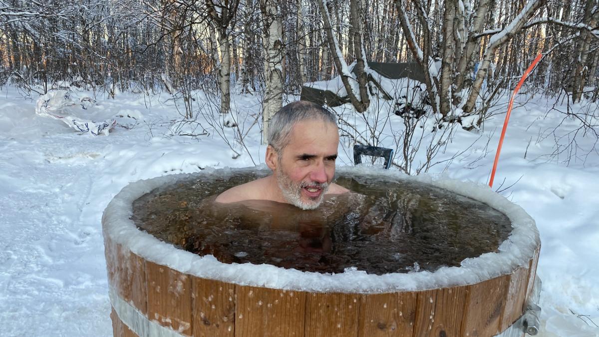 Puolalainen seikkailija Valerjan Romanovski tutkii ihmiskehon sopeutumista kylmään