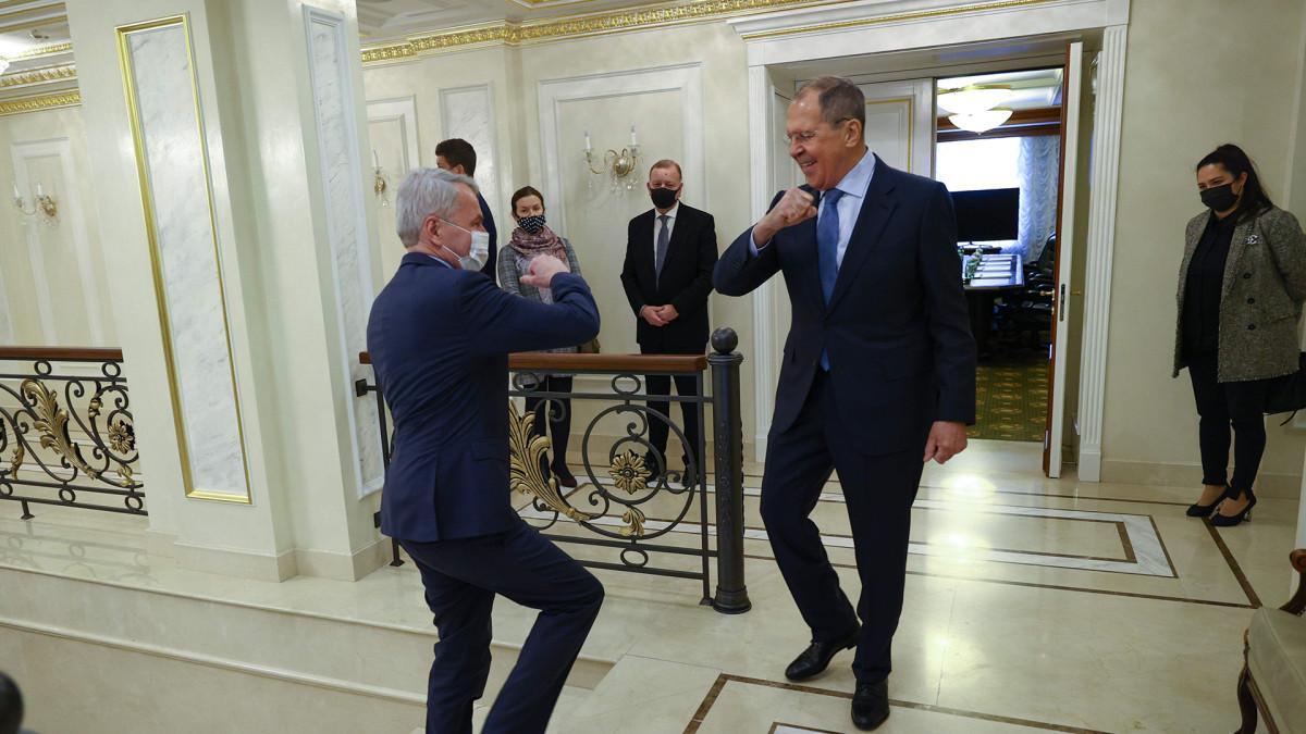 Haaviston ja Lavrovin lehdistötilaisuus Pietarissa