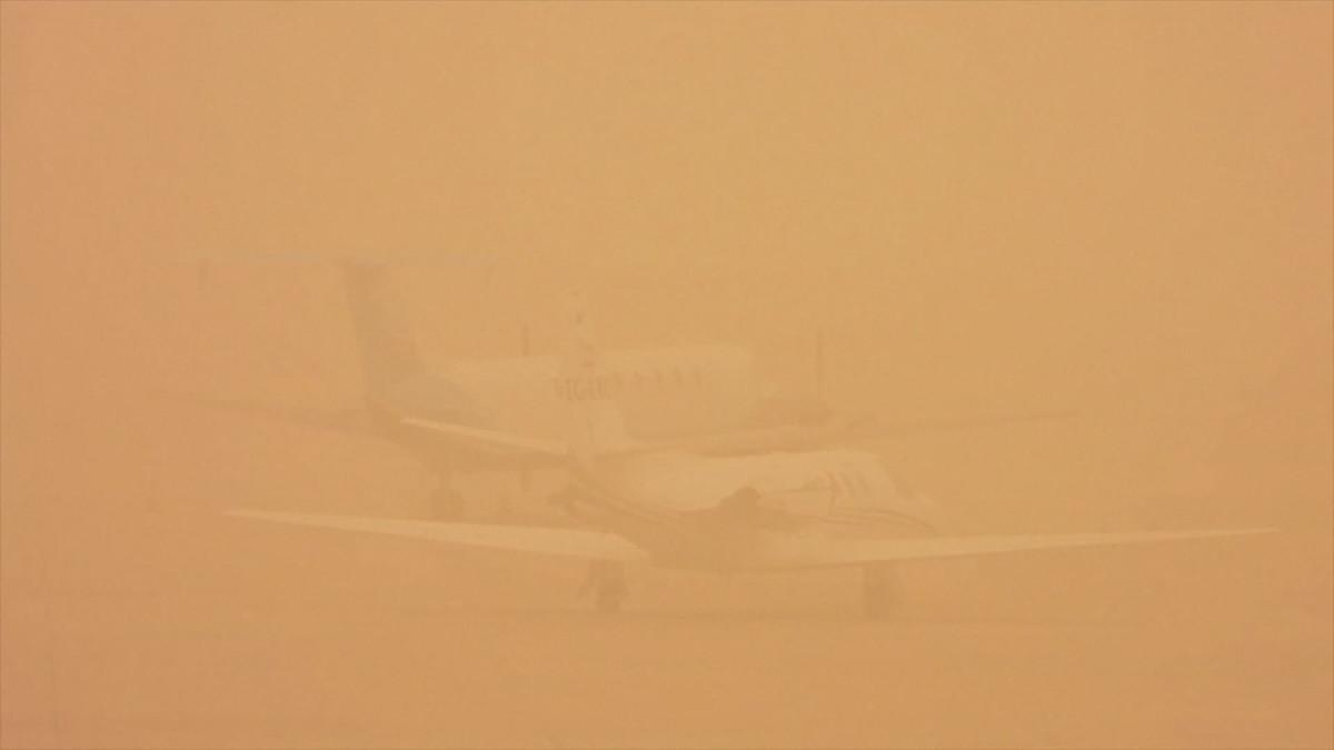 Hiekkamyrsky sulki lentokenttiä Kanarialla