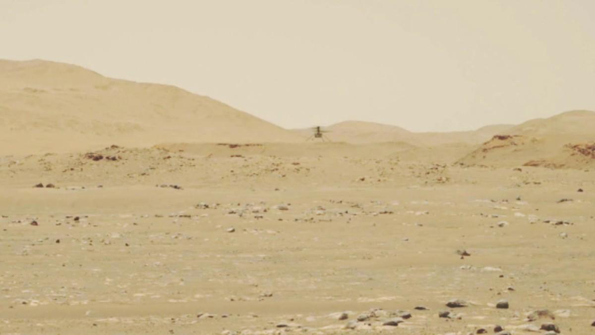 Ingenuity-kopteri lentää Marsissa