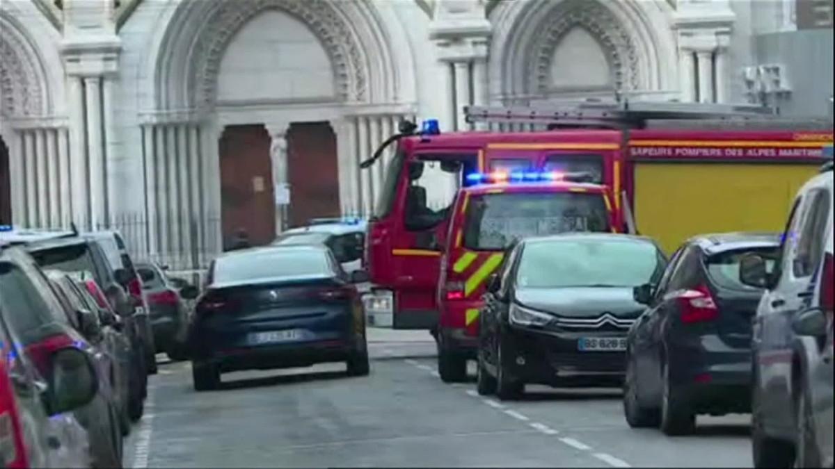 Puukottaja hyökkäsi kirkkoon Nizzassa