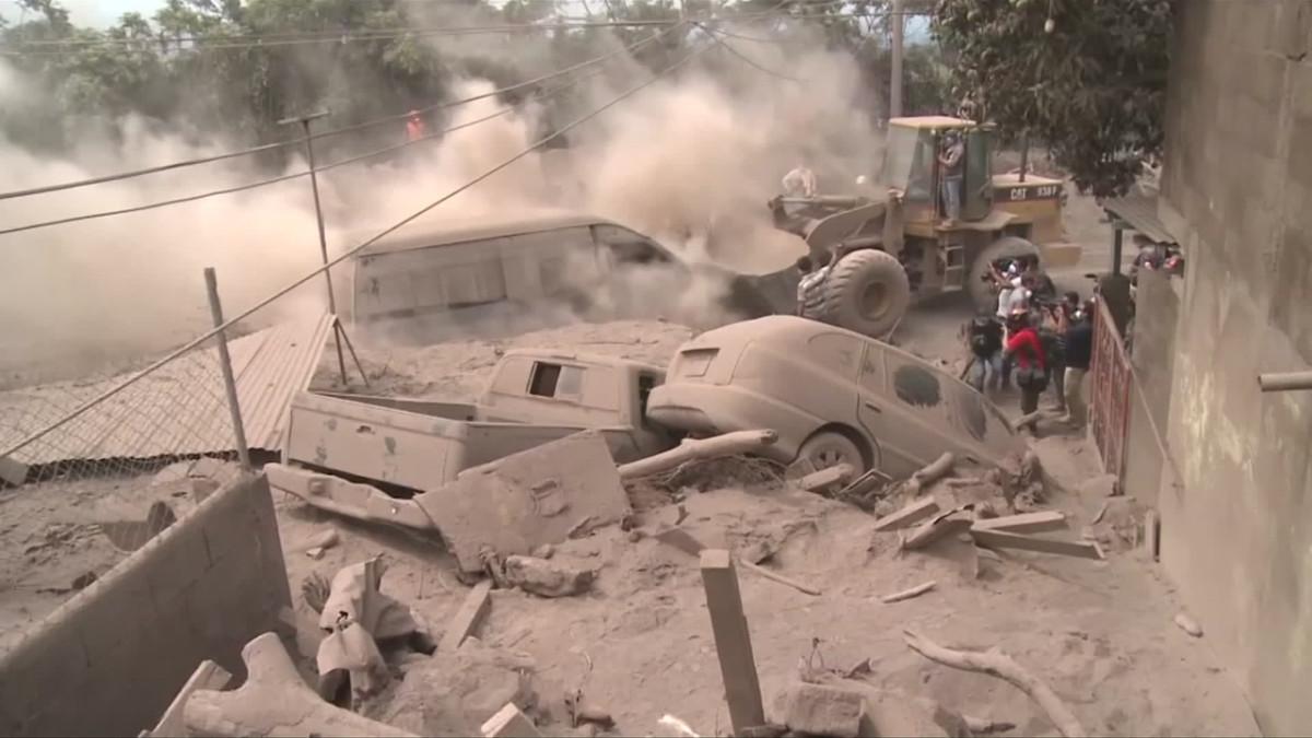 Video: Tulivuorenpurkauksen uhreja etsitään vaikeissa oloissa Guatemalassa – Lähes 200 edelleen kateissa