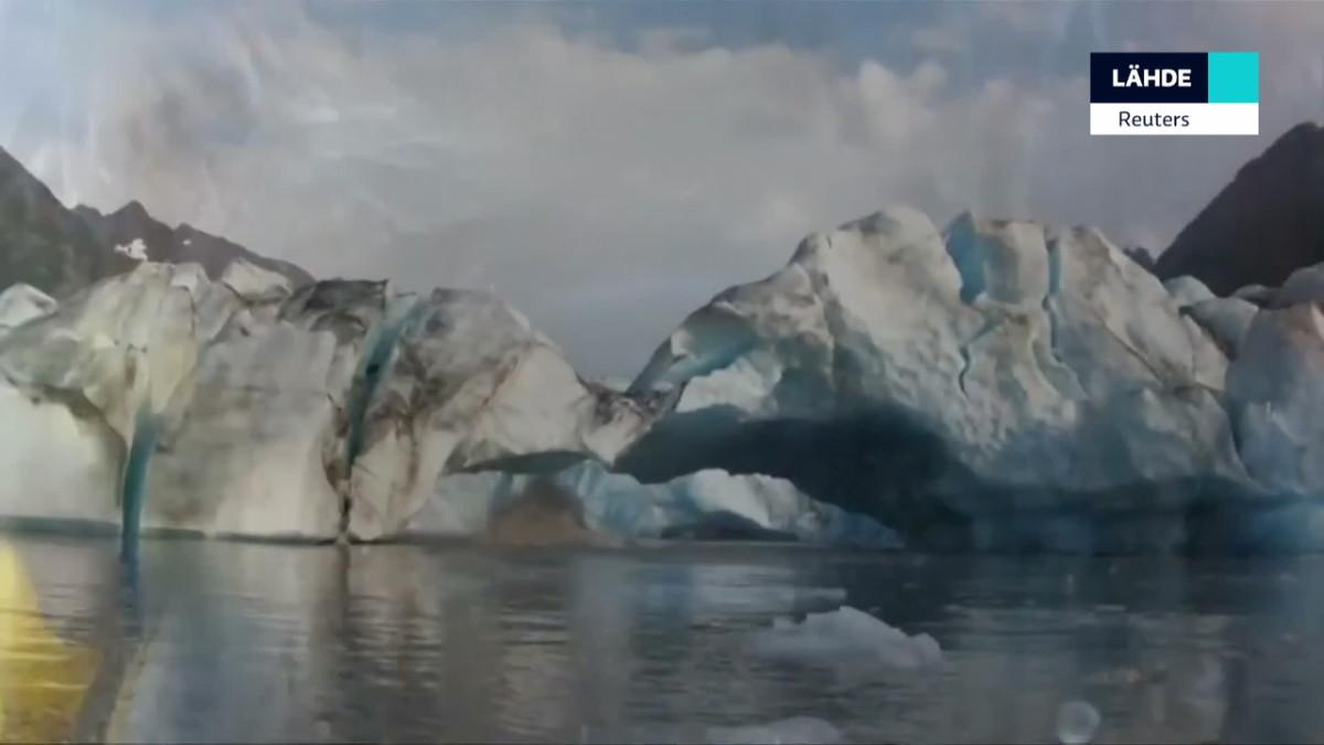 Romahtava jäätikkö pelästyttää melojat Alaskassa