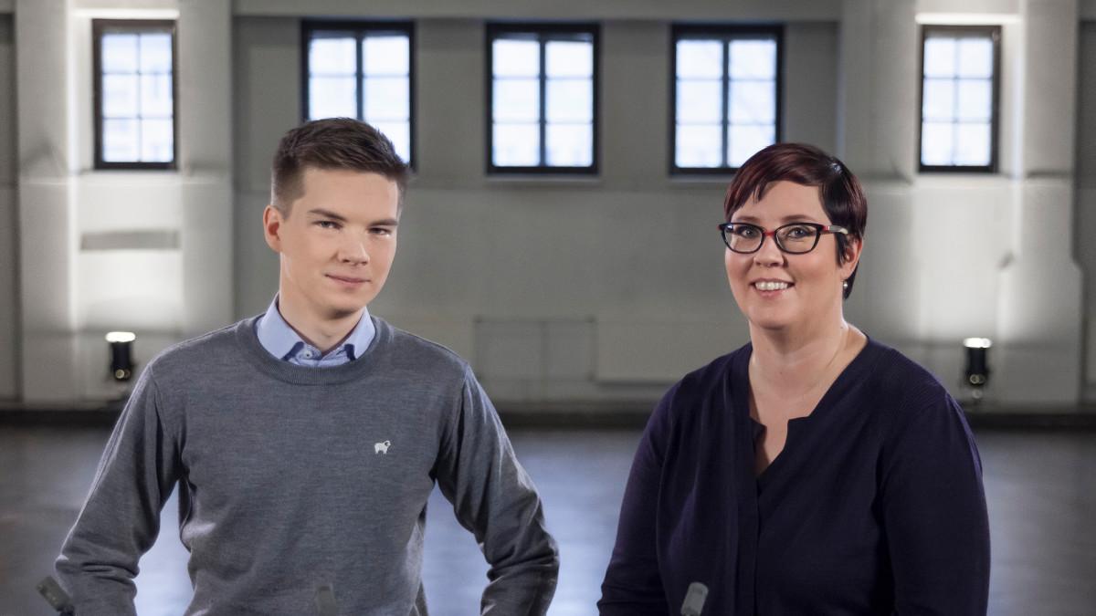 Yle Kioskin toimittaja Matti Riitakorpi ja presidenttiehdokas Merja Kyllönen. Kyllönen oli vaaligallerian ensimmäinen haastateltava marraskuussa 2017. Kaikki videot julkaistiin joulukuussa.